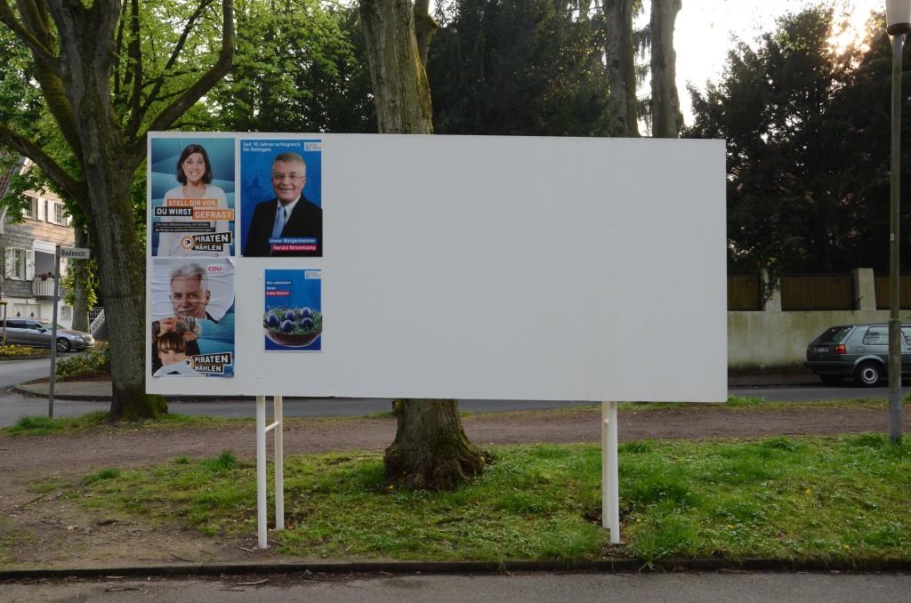Anmerkung: Das CDU-Plakat unten wurde von einem Unbekannten teilweise entfernt, nicht vom Fotografen.
